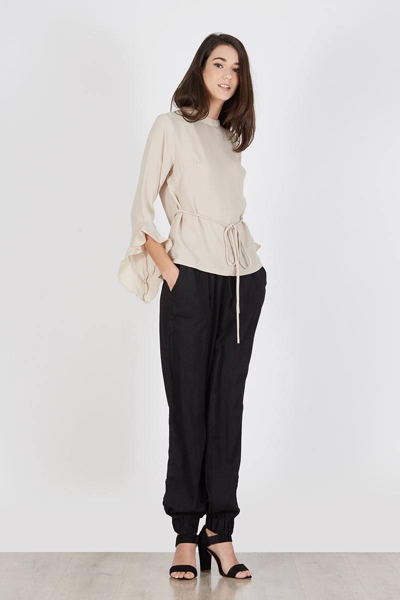 191769_panana-ruffle-top-khaki_khaki_VQAZB Bosan Baju Lebaran Warna Putih? Coba 11 Blouse Berwarna Pastel di Bawah 250 Ribu Ini!