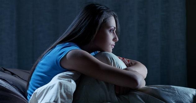 38135-woman-bed-awake-1200.630w.tn Jangan Melakukan 7 Kebiasaan Malam Ini Kalau Gak Mau Berat Badanmu Gampang Naik