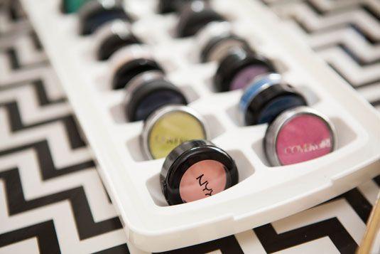 53a072f6e0c4a_-_cos-18-storagehacks-de Cuma dengan Manfaatin 17 Barang Lama Ini, Semua Perlengkapan Makeup Kamu Bisa Rapi Seketika