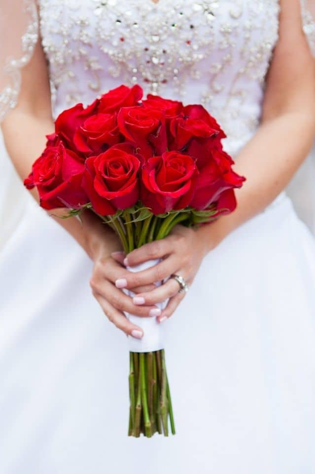 795a9526a226316dbc9d5a195d72a143--red-rose-bouquet-rose-bridal-bouquet Tak Hanya Romantis, Ternyata 5 Bunga Ini Memiliki Makna dalam Tersendiri