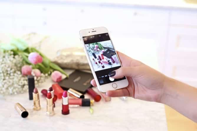 Flat-Lay-Cover-Photo-668x445 Mau Tahu Cara Bikin Foto di Instagram jadi Lebih Artsy? Ini 5 Triknya!