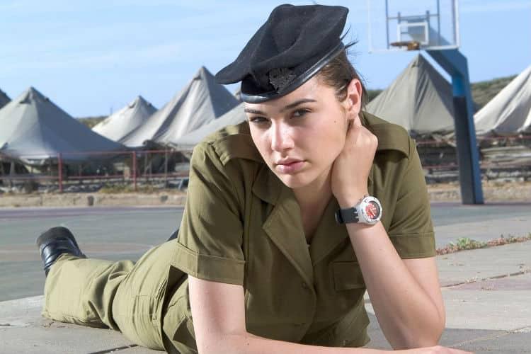 """Gal-Gadot-Israeli-Army-Image-for-InUth Belajar Jadi """"Wonder Woman"""" dari 9 Fakta Mengejutkan tentang Gal Gadot"""