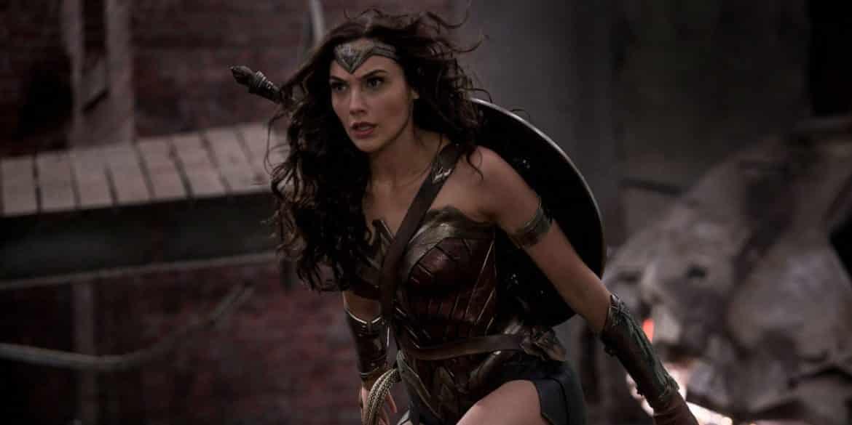 """Gal-Gadot-as-Wonder-Woman-in-Batman-v-Superman-Dawn-of-Justice Belajar Jadi """"Wonder Woman"""" dari 9 Fakta Mengejutkan tentang Gal Gadot"""