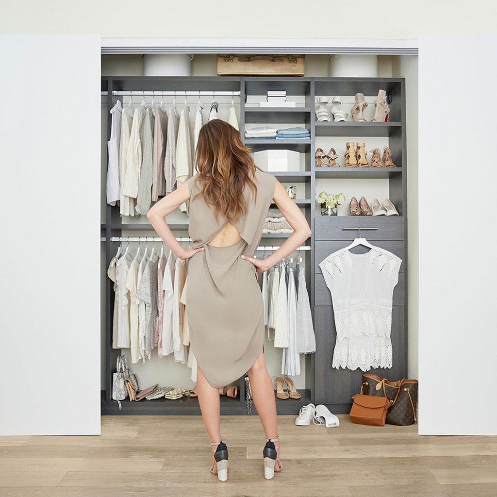 Tips-Cleaning-Out-Your-Closet Shopping dengan Budget Terbatas? Ikuti 7 Strategi Belanja Hemat dan Cermat Ini