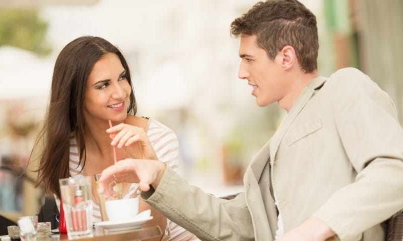 couple-on-a-date Tanpa Terucap Melalui Kata-kata, 7 Bahasa Tubuh Ini Mewakili Perasaan Suka, Lho!