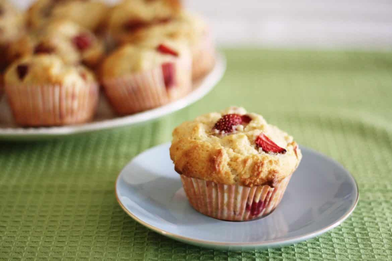strawberry-buttermilk-muffins-smaller4 Bikin Waktu Buka Puasa Jadi Lebih Manis dengan 6 Resep Istimewa Serba Strawberi Ini